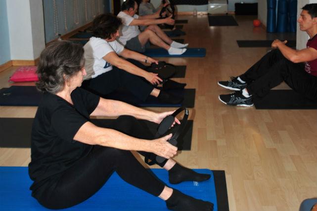 Pilates per a gent gran o sèniors.