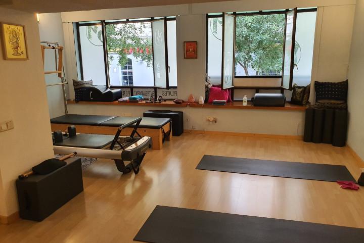 Centre de Ioga i Pilates Beyoga. Classes en grup. Informació