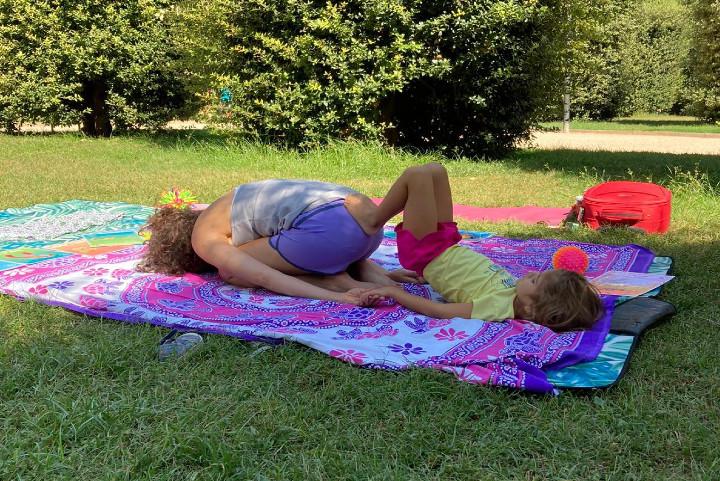 Yoga en familia, posturas de yoga para niños, yoga para niños de Super Yoguis